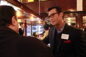 David Ono, ABC anchor and AAJA-LA Vice President of Broadcast, talks to an attendee at the chapter's Far Bar mixer on Jan. 23